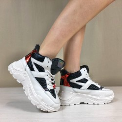 Sneakers Space nere